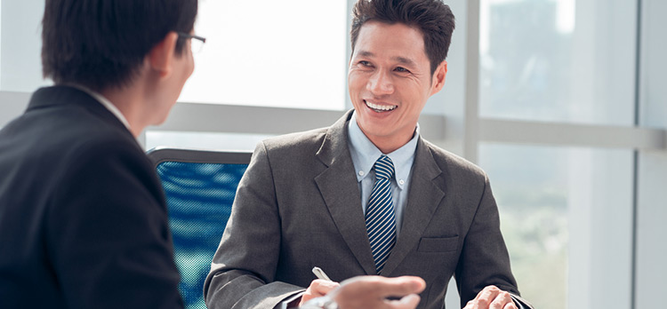 How Hiring Managers Can Set Aside Biases During In-Person Interviews  v