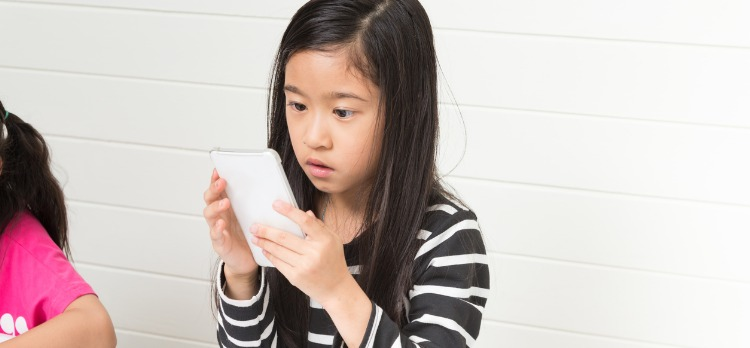 Kids Whose Parents Limit Screen Time Do Worse in College, New Study Shows